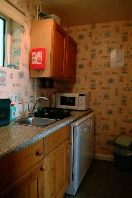 Deganwy holiday cottage kitchen
